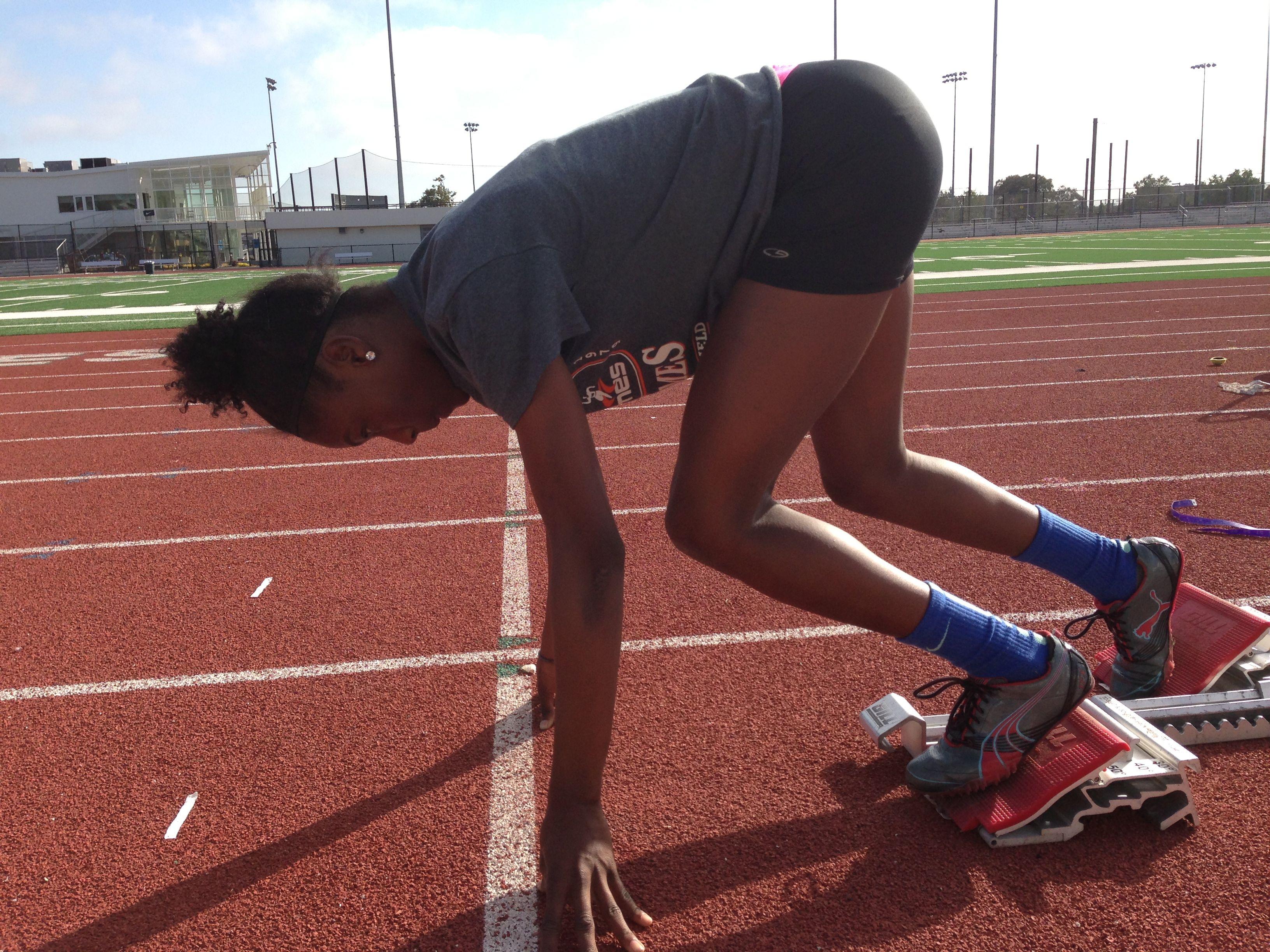Atleta Estrella de El Cerrito High School Corre con los Mejores