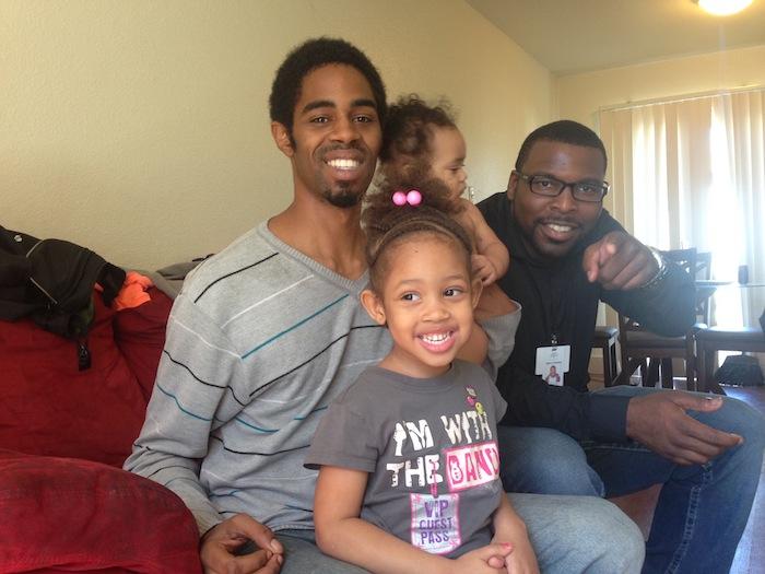 Nuevo Programa para Papás Que se Quedan en Casa Echa Raíces en Richmond