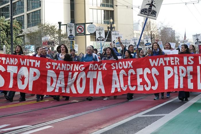 El Agua es Vida - Más de 5.000 Personas Con Standing Rock en San Francisco