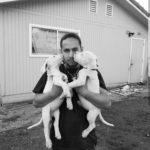 Cuando Nadie se Preocupa, los Perros Si Lo Hacen: Un Retrato de un Joven Empresario