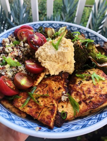 Bowl with tofu, tomato, greens and quinoa.